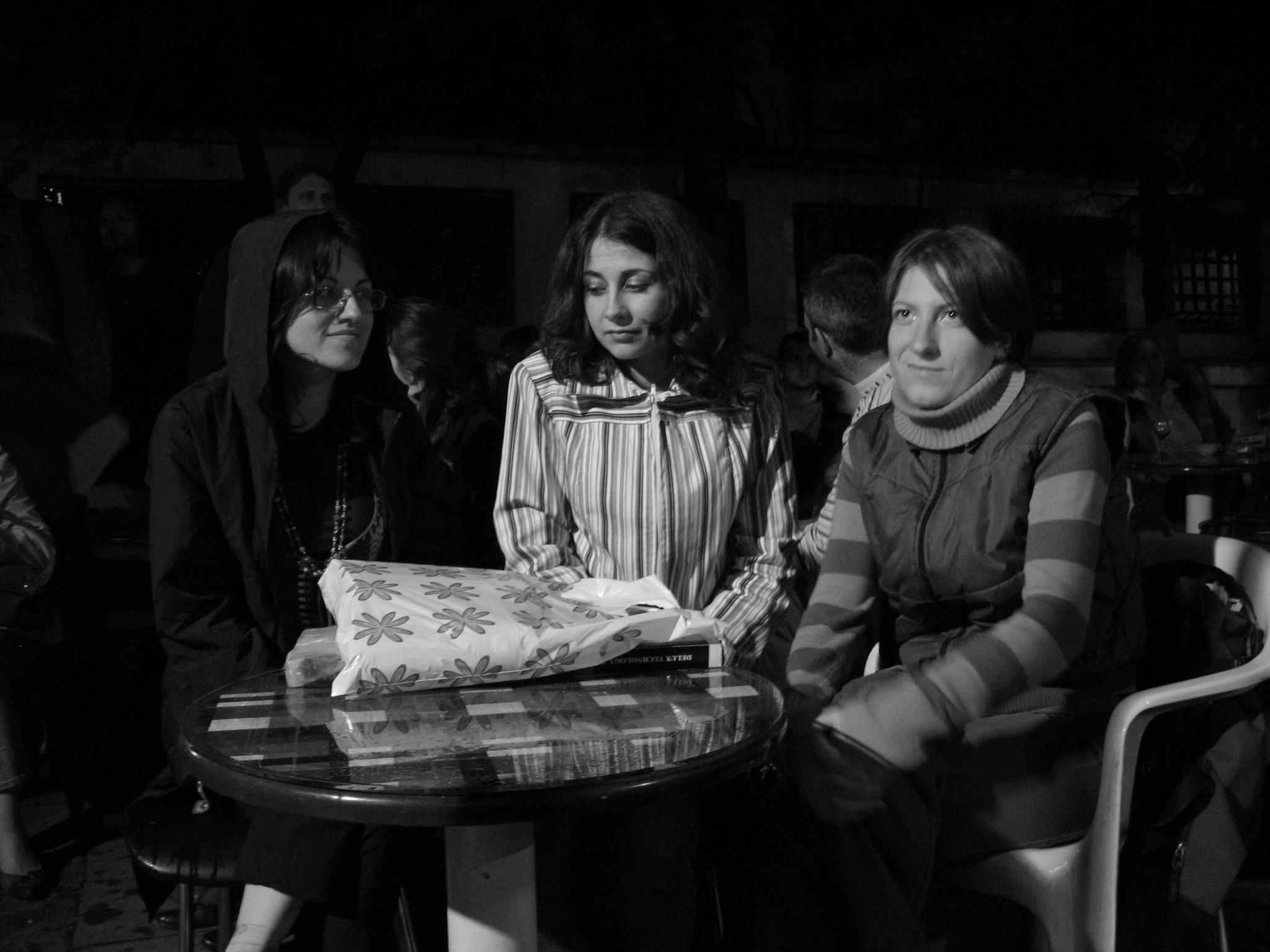 Млади автори на ``Литературен вестник`` по време на литературно четене в къщата-музей ``Иван Вазов``. Снимка: Камелия Спасова. Всички права запазени!